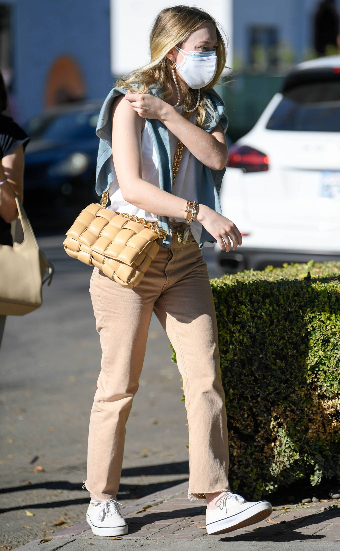 Dakota Fanning - Shopping candids on Melrose Place in West Hollywood