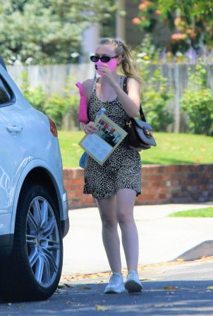 Dakota Fanning - Shopping in Los Angeles