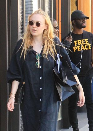 Dakota Fanning - Shopping on Rodeo Drive in Beverly Hills