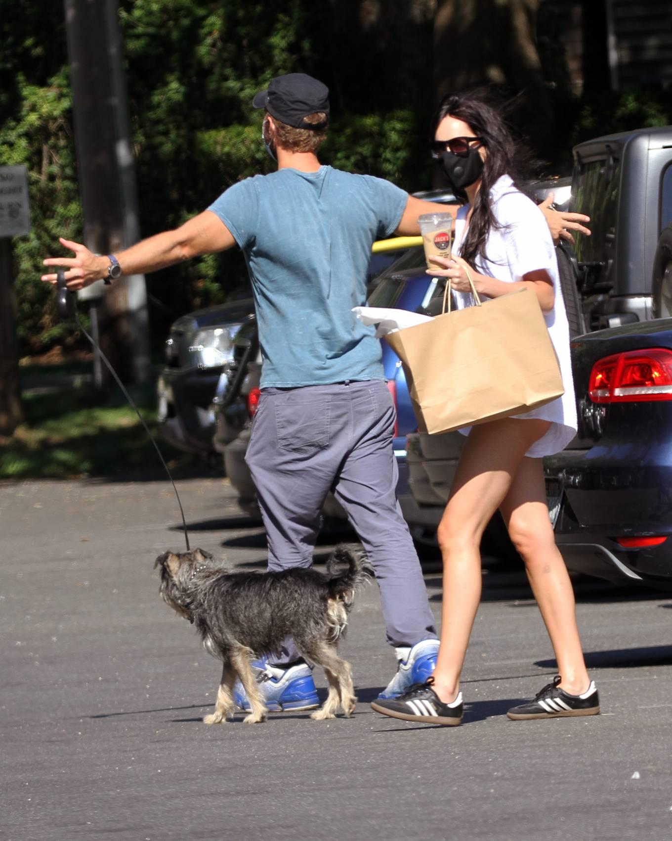 Dakota Johnson 2020 : Dakota Johnson and Chris Martin – out for lunch at the park in Amagansett – Hamptons -03