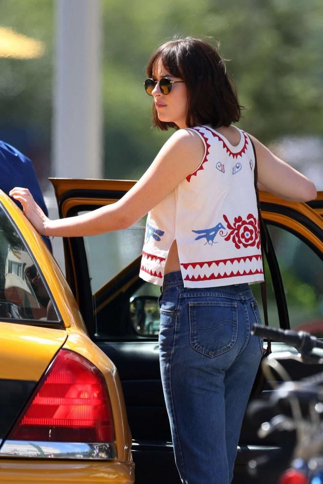 Dakota Johnson – Filming 'How To Be Single' Movie in NY
