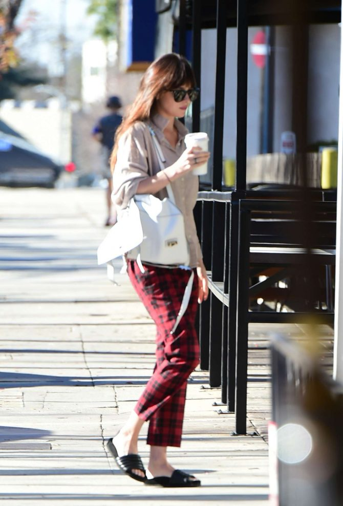 Dakota Johnson – Goes to the nail salon in Los Angeles