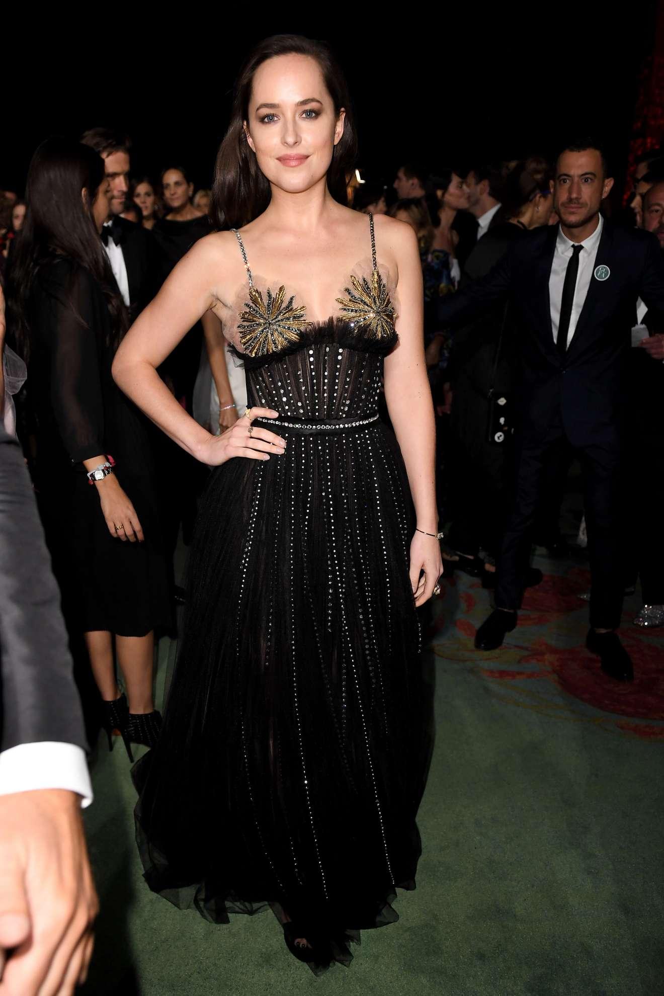 Dakota Johnson Green Carpet 2017 Fashion Awards In Milan