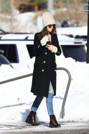 Dakota Johnson - Having fun skiing in Aspen