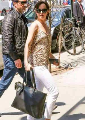 Dakota Johnson - 'How To Be Single' Set in New York