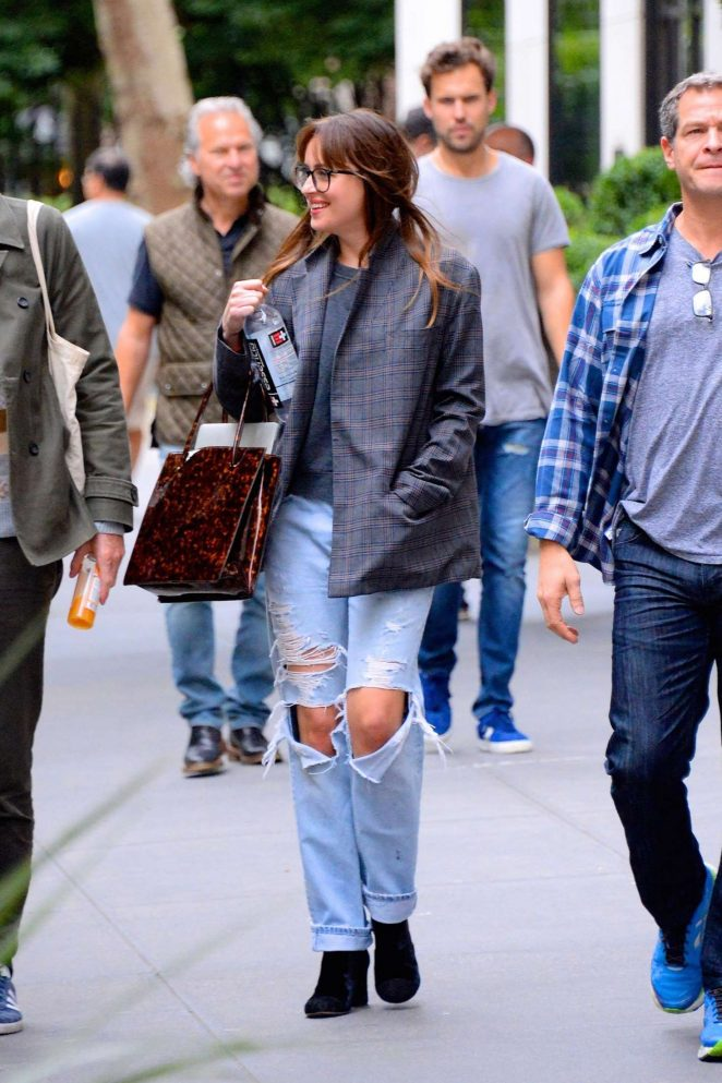 Dakota Johnson in Ripped Jeans – Out and about in Manhattan