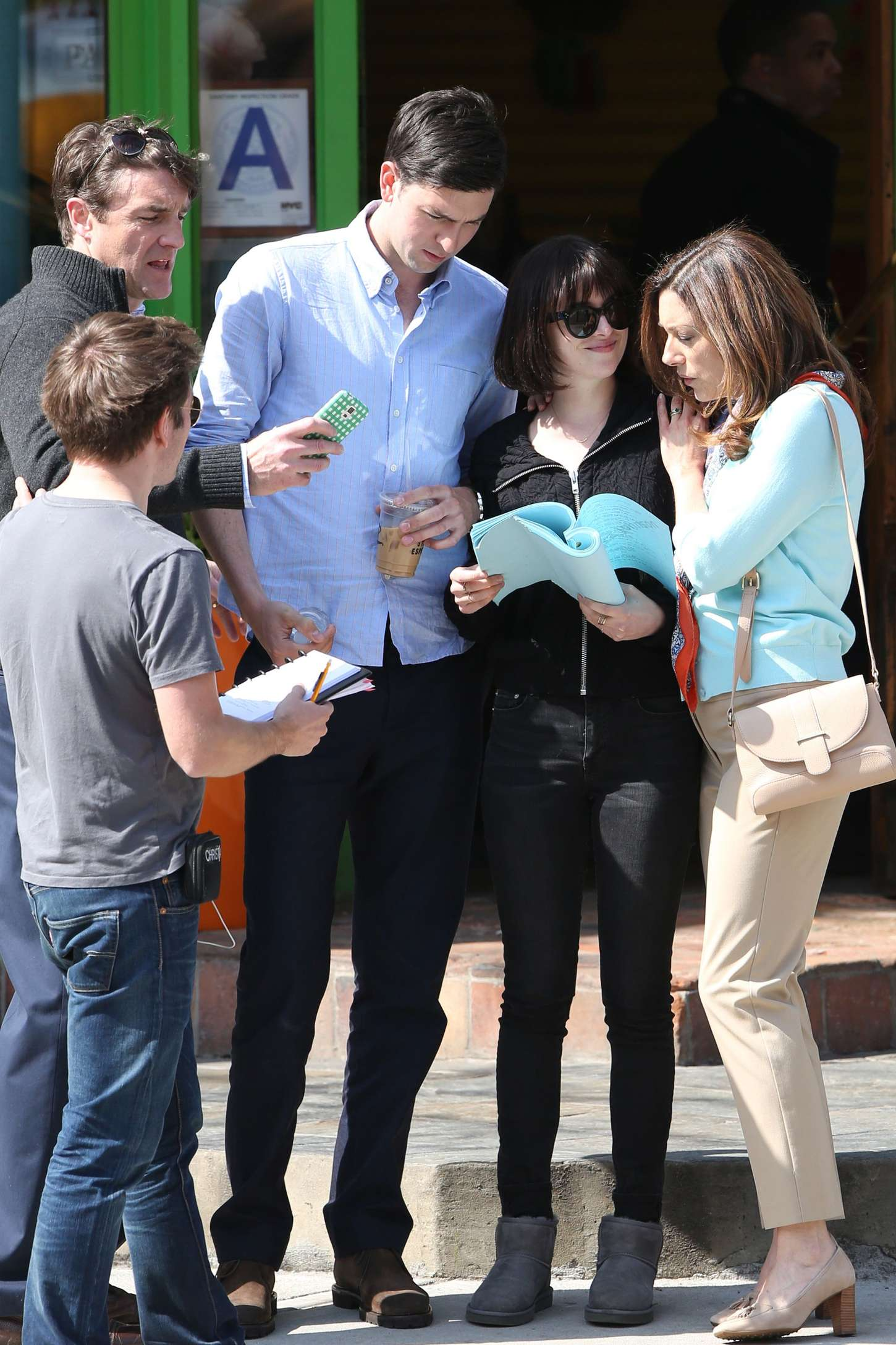 Dakota Johnson In Tight Jeans On How To Be Single Set 23 Dakota Johnson In  Tight