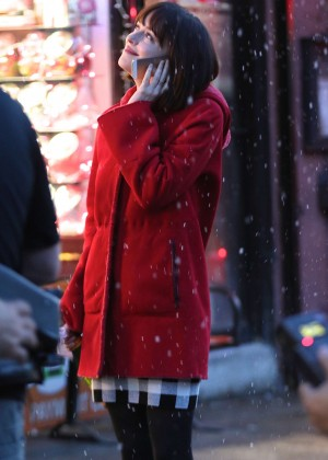 Dakota Johnson: On the set of How To Be Single -07