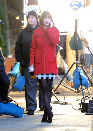Dakota Johnson: On the set of How To Be Single -08