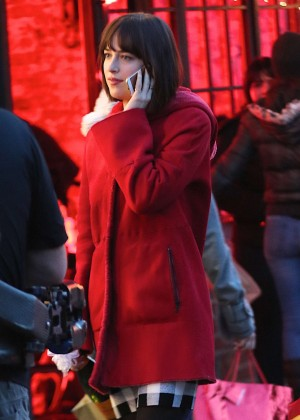 Dakota Johnson - On the set of 'How To Be Single' in Brooklyn