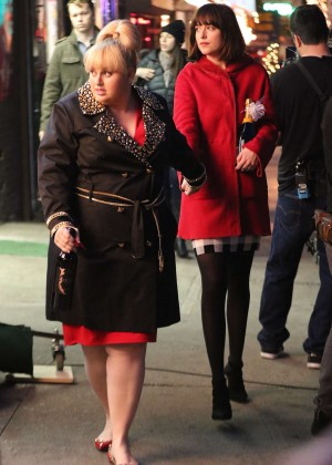 Dakota Johnson: On the set of How To Be Single -11