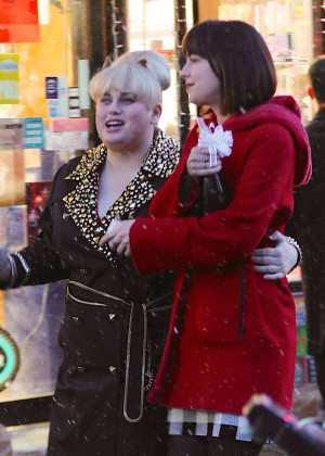 Dakota Johnson: On the set of How To Be Single -19