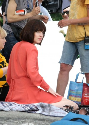 Dakota Johnson - On The Set of 'How To Be Single' in NY