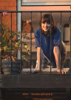 Dakota Johnson - On The Set Of 'How To Be Single'