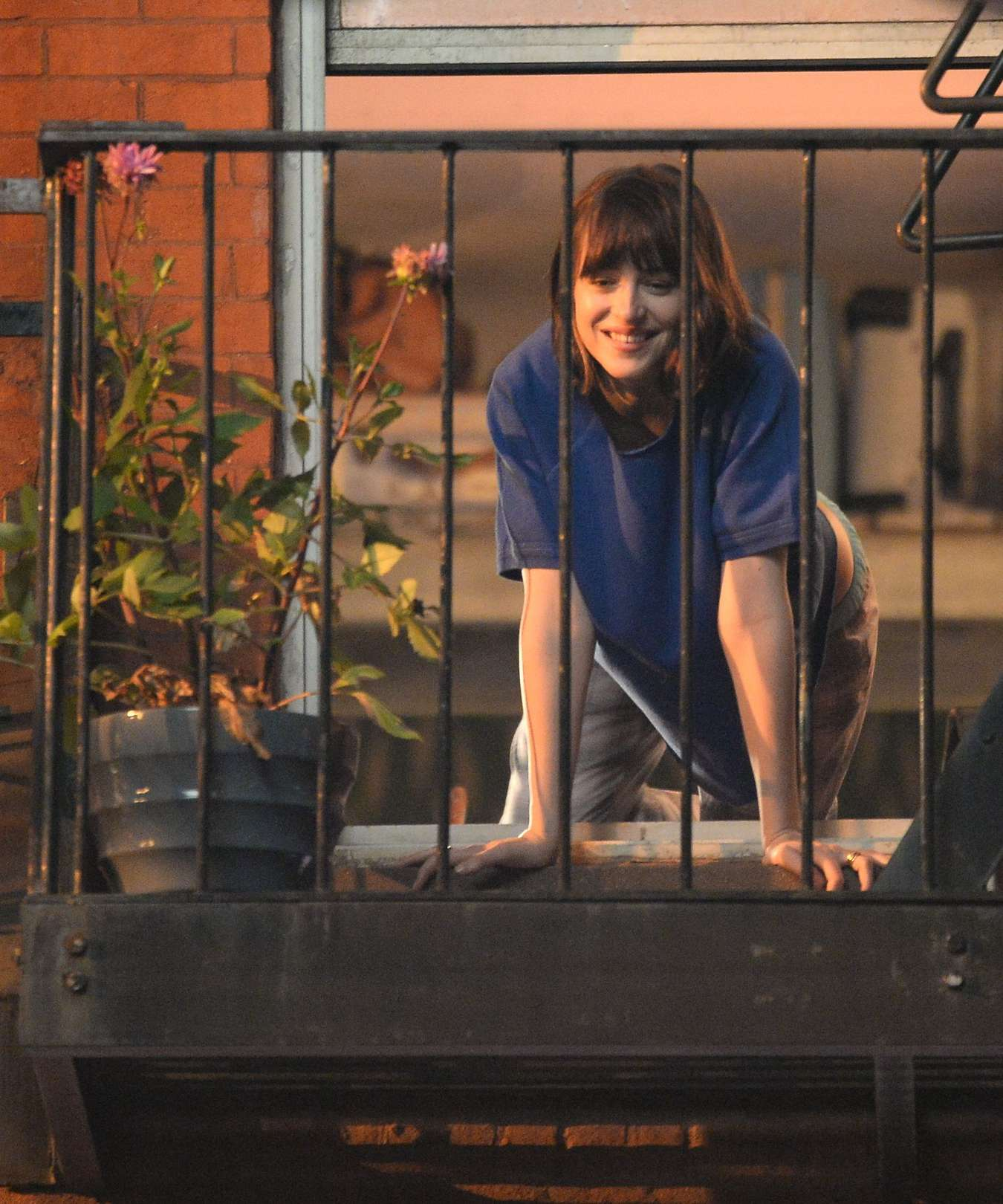 Dakota Johnson - On The Set Of 'How To Be Single'