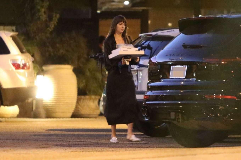 Dakota Johnson 2019 : Dakota Johnson – Picks up dinner in Malibu-03