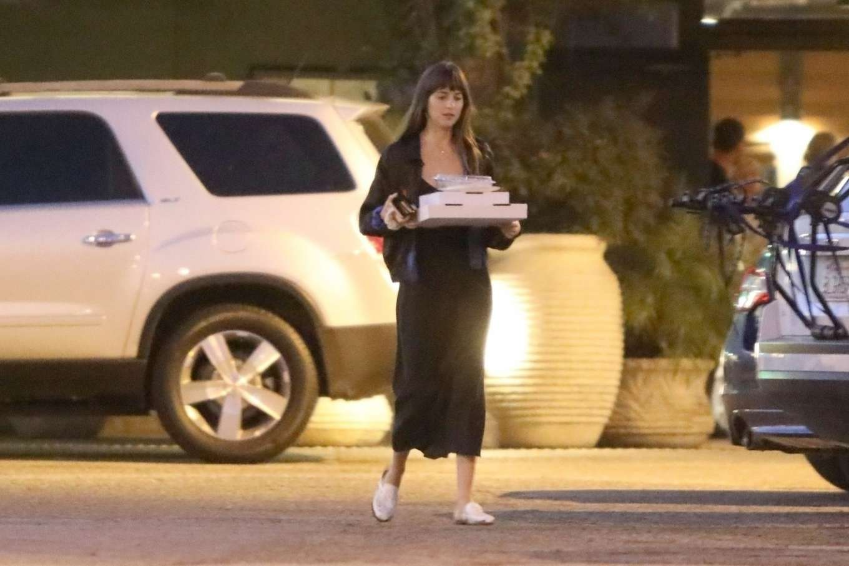 Dakota Johnson 2019 : Dakota Johnson – Picks up dinner in Malibu-04