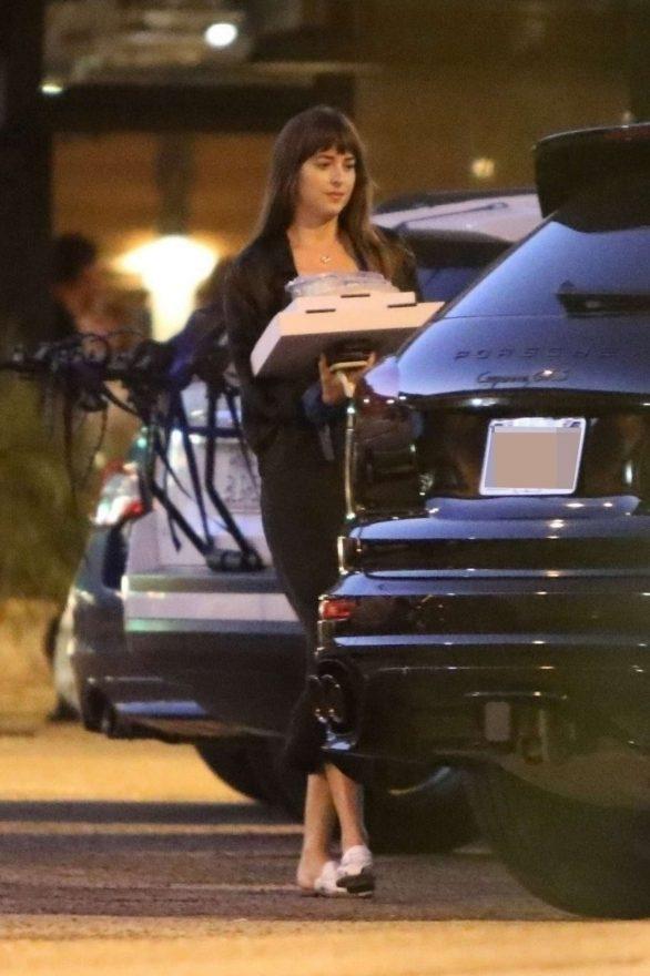 Dakota Johnson 2019 : Dakota Johnson – Picks up dinner in Malibu-05