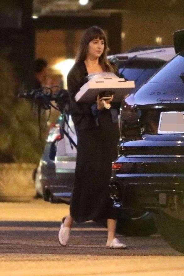 Dakota Johnson 2019 : Dakota Johnson – Picks up dinner in Malibu-11