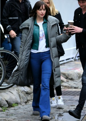 Dakota Johnson - Set of 'How To Be Single' in NYC