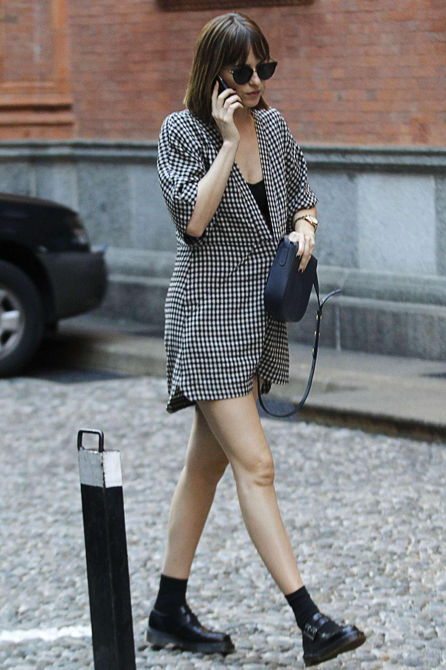 Dakota Johnson: Shopping in Milan -10