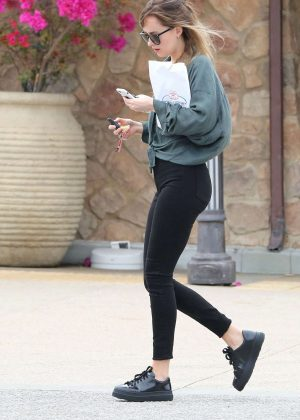 Dakota Johnson - Visit a pharmacy in Malibu