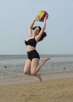 Dani Thompson: Bikini Photoshoot -04