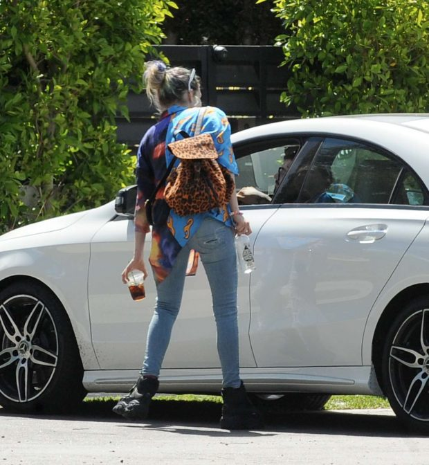 Dani Thorne - Arrives at home in Los Angeles