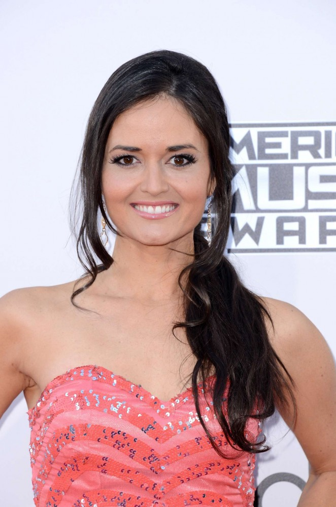 Danica McKellar: 2015 American Music Awards -03