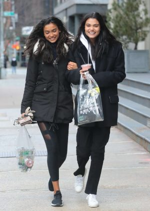 Daniela Braga and Kelly Gale - Shopping in New York