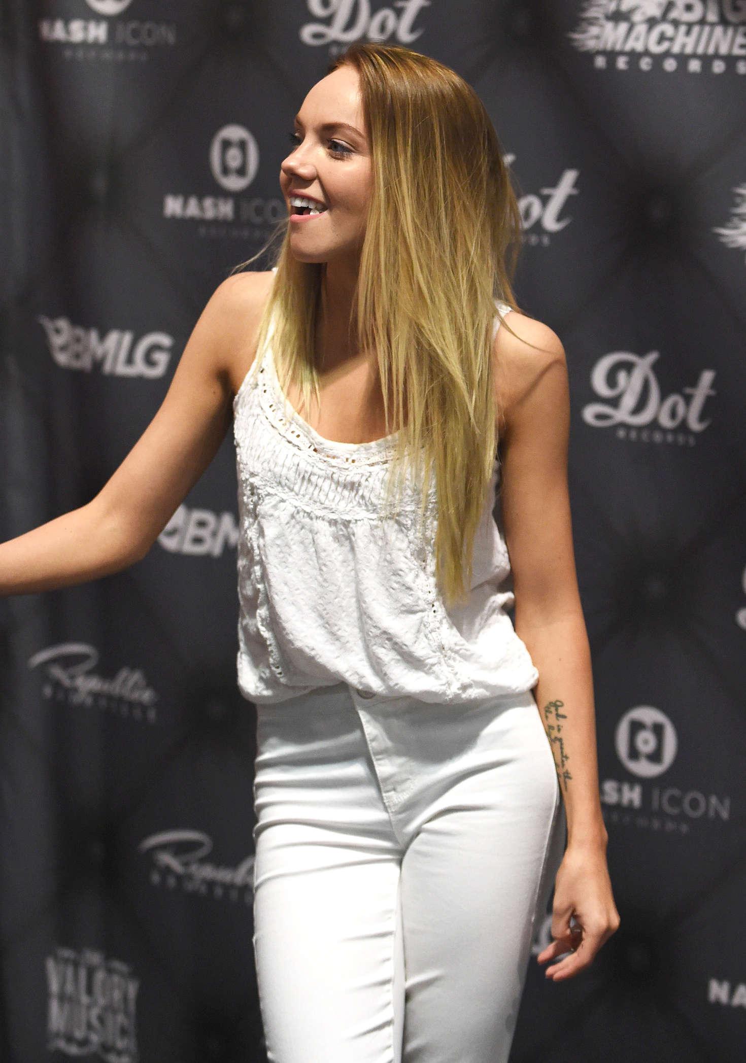 Danielle Bradbery Legs >> Danielle Bradbery: 2016 CMA Music Festival Nightly Concert -04 - GotCeleb