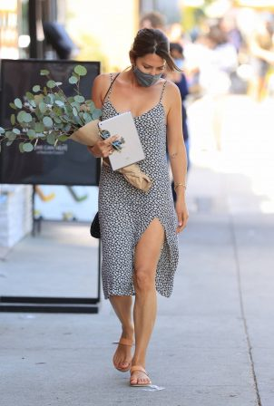 Danielle Bux - Ppicks up flowers from the market in Los Angeles