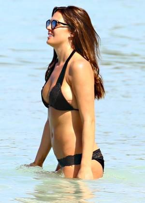 Danielle Lloyd - Shows off hot bikini body