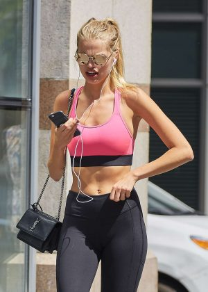 Daphne Groeneveld in Tights going for a jog in New York City