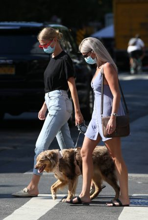 Daphne Groeneveld - Wearing a face mask during the Covid-19 Pandemic in NYC