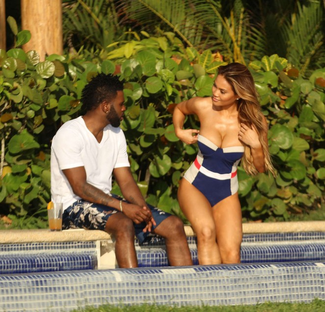 Daphne Joy and Jason Derulo on vacatoin in Punta Mita
