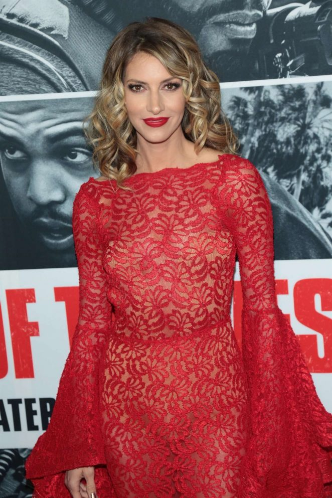 Dawn Olivieri – 'Den of Thieves' Premiere in Los Angeles