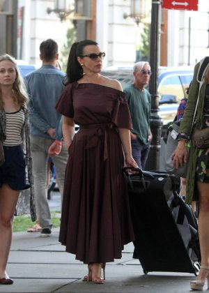 Debi Mazar, Tessa Albertson and Sutton Foster - Filming 'Younger' in New York