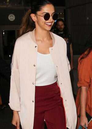 Deepika Padukone - Arrives at LAX Airport in Los Angeles