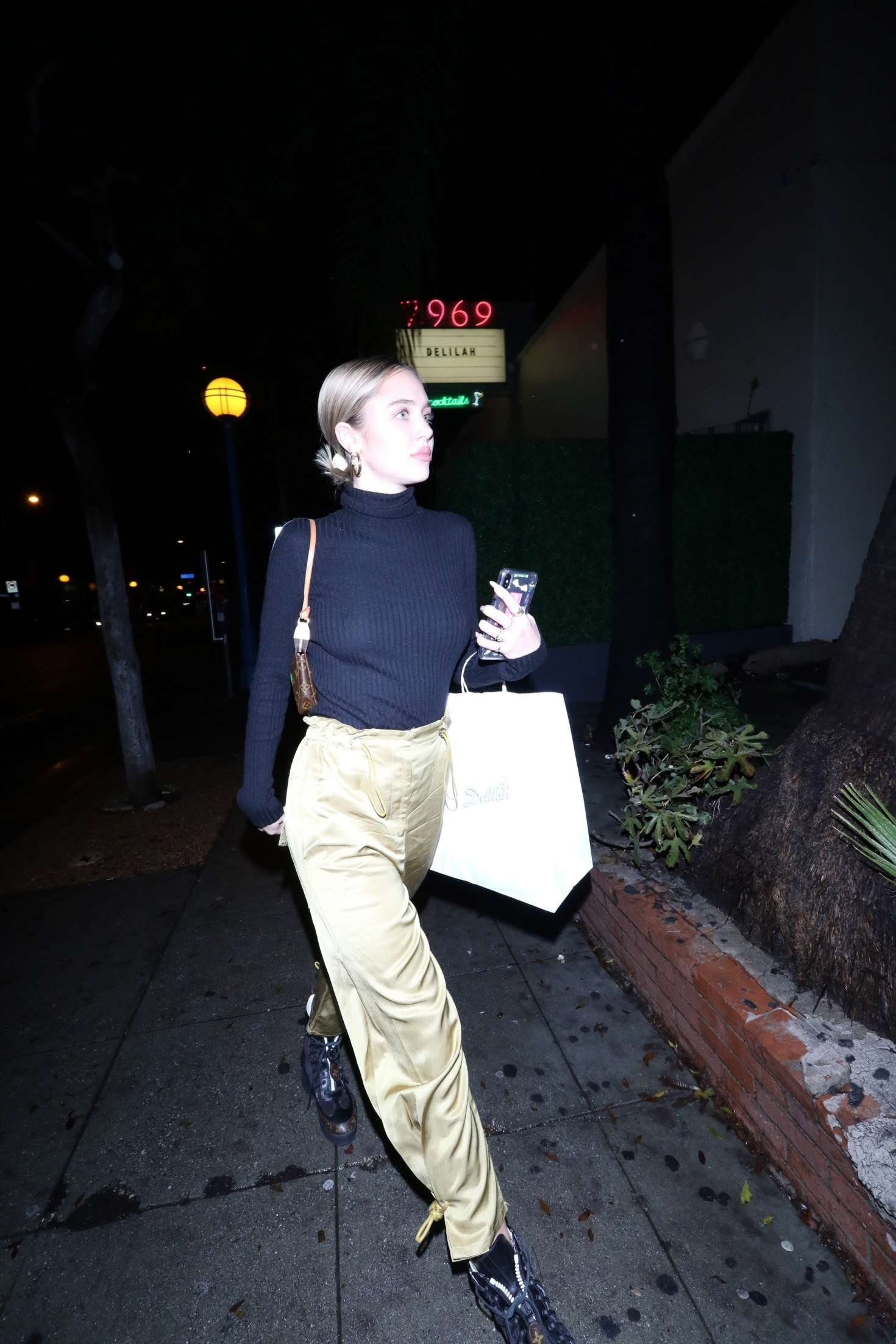 Delilah Hamlin - Night out at Delilah nightclub in West Hollywood