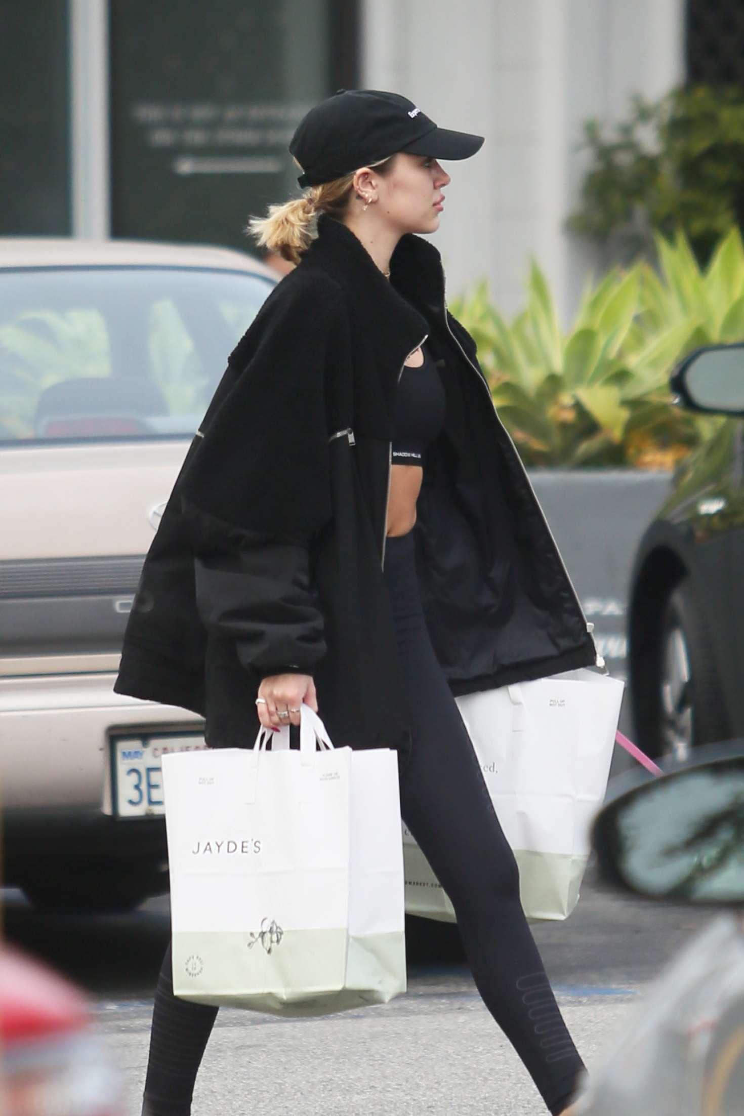 Delilah Hamlin 2019 : Delilah Hamlin: Shopping at Jaydes Market -03