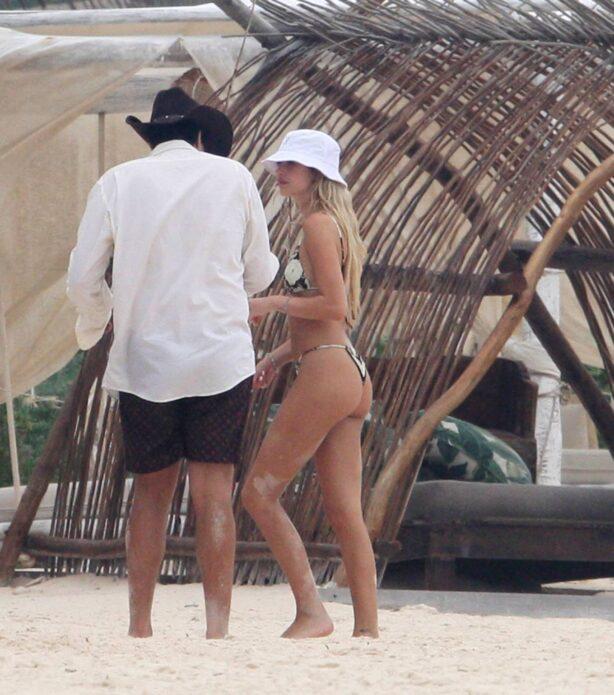 Delilah Hamlin - Show her bikini body on the beach in Tulum