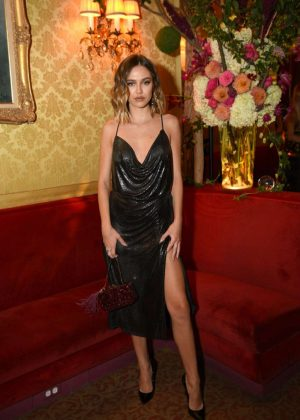 Delilah Hamlin - Town & Country 2018 New Modern Swans Celebration in NYC