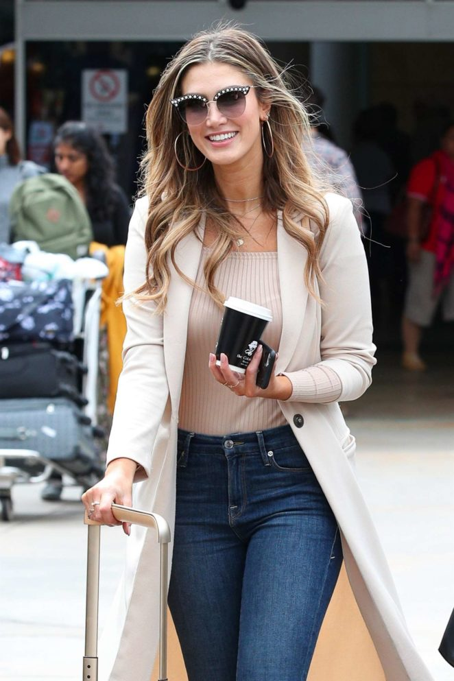Delta Goodrem – Arrives at Airport in Sydney