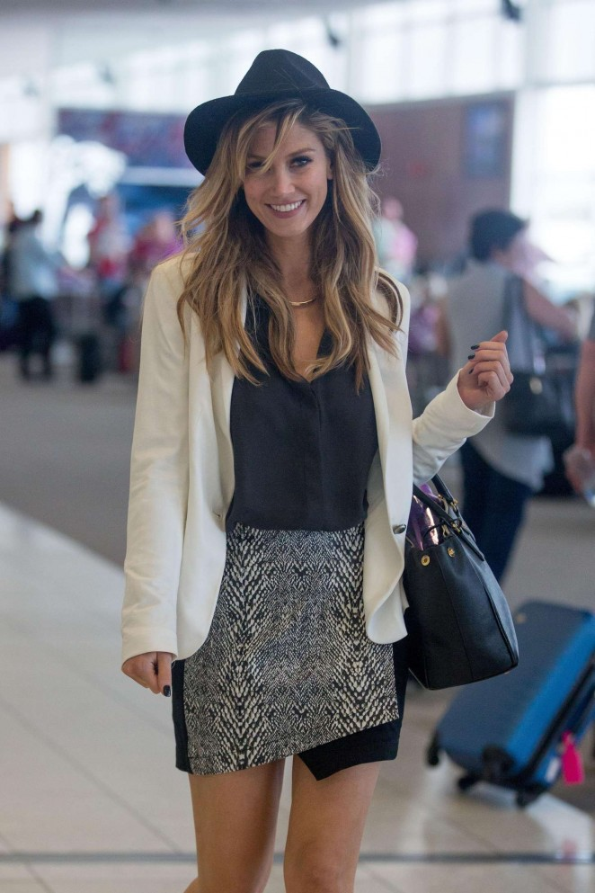Delta Goodrem – Arriving at Adelaide Airport