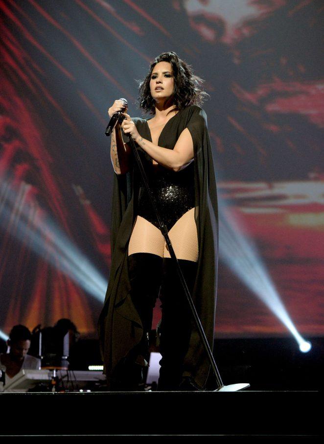 Demi Lovato – 2016 Honda Civic Tour: Future Now in Atlanta