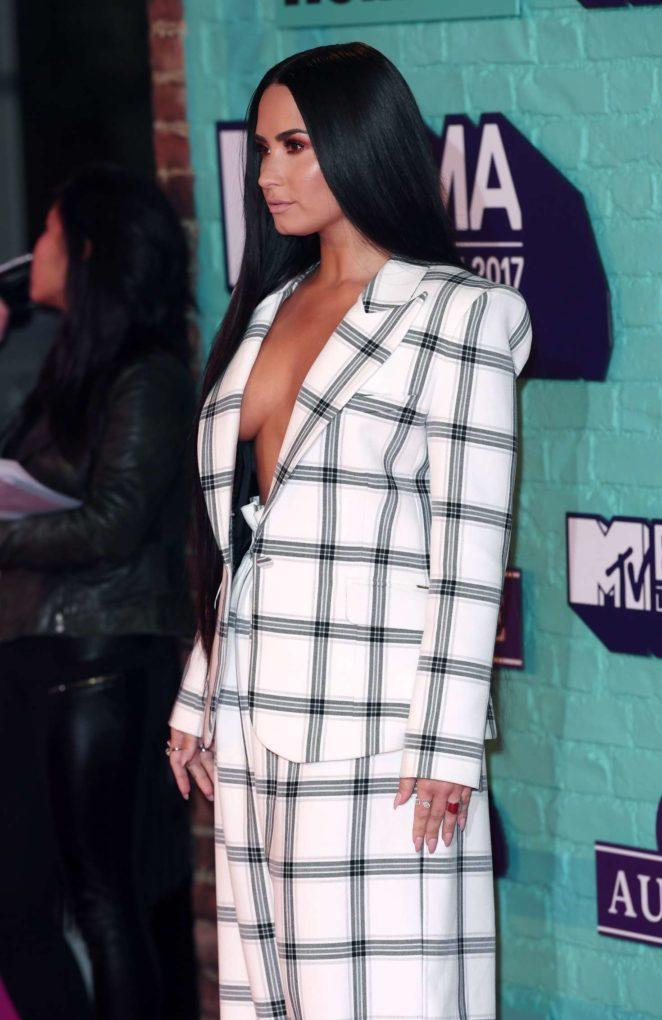 Demi Lovato: 2017 MTV Europe Music Awards -08