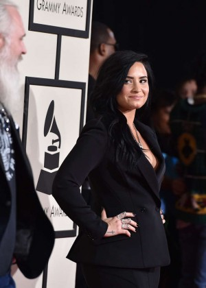 Demi Lovato: 2016 GRAMMY Awards -03