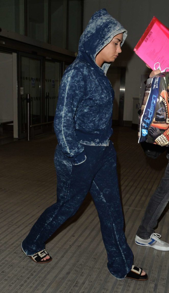 Demi Lovato – Arrives at Heathrow Airport in London