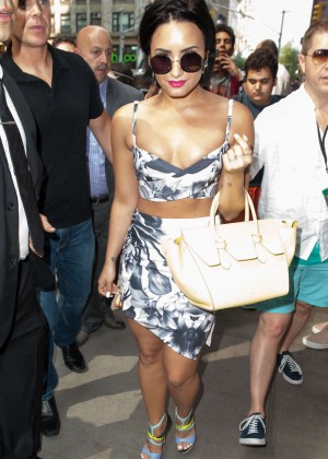 Demi Lovato - Arrives at The Gansevoort in NYC